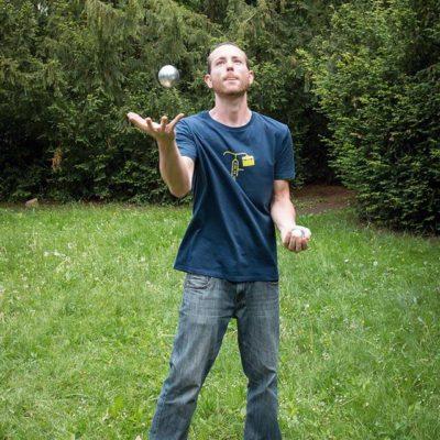 busking - juggling